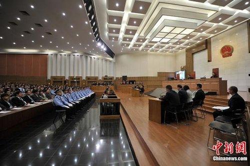 """9月20日,涉嫌策划制造湄公河""""10·5""""惨案的糯康等6名被告人,在昆明接受公开审判。图为庭审现场。中新社发 张浩林 摄"""