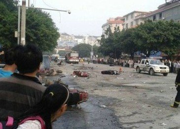 桂林一学校大门附近发生爆炸 疑已有1人死亡