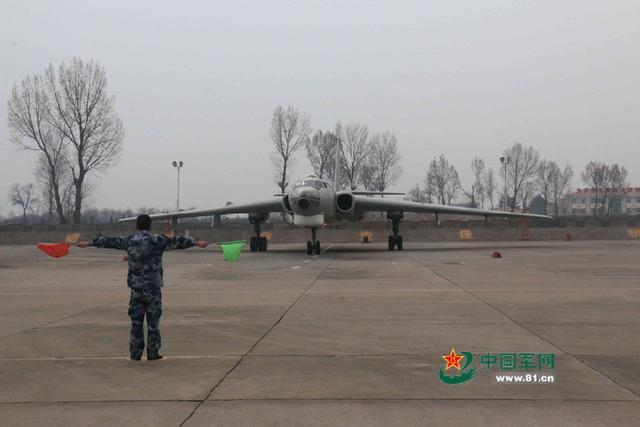 中部战区空军:轰炸机千里奔袭炸冰凌(图)