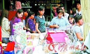 泰国边境商贸区 3月27日,泰国,图为泰国边境的商贸区域,该区域商业气氛比较浓厚,吸引了来自各地的游客以及来自缅甸的居民光顾。