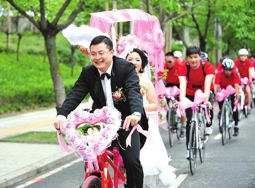 85后女孩举办单车婚礼