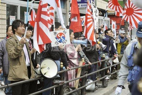 """3月31日,在日本大阪街头举行示威的日本右翼团体""""在特会""""。"""