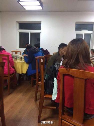"""华山山顶一宾馆现""""天价米饭"""":每碗15元"""