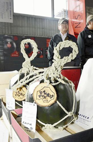日本拍卖天价西瓜 最高每个1.76万人民币