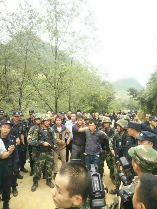 贵州一家四口遭残忍杀害 六百警力围山抓凶(图)