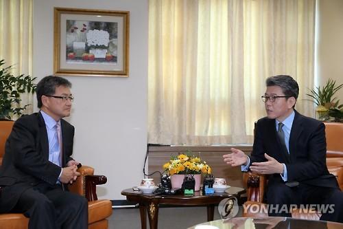 韩媒:朝核六方会谈韩美日团长拟12月在首尔会晤