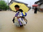 江西德兴遭暴雨袭击 大片村庄被淹