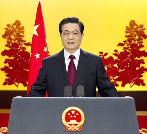 国家主席胡锦涛发表2011年新年贺词新年前夕,国家主席胡锦涛通过中国国际广播电台、中央人民广播电台、中央电视台,发表题为《共同增进各国人民福祉》的新年贺词。新华社记者兰红光摄