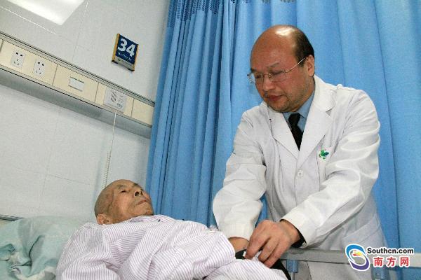 一下午连做4台手术 医生心肌梗塞倒在手术台上