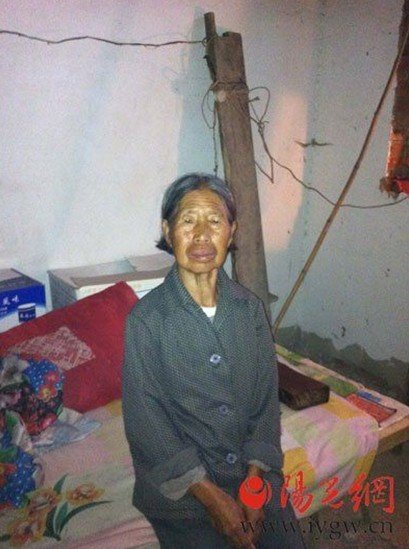 欧美性吧老妇野外干_76岁老妇为儿看房 独居5个月内被黑脸男子强暴3次,害其进医院(图)