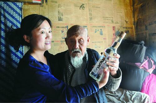 """111岁老人近百年喝掉8吨多白酒获誉""""酒仙"""""""