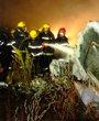 消防人员在灭火