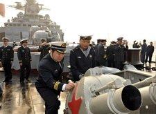 中国海军官兵近距离接触瓦良格号
