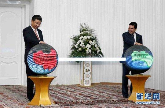 习近平到访土库曼斯坦 十万民众夹道欢迎