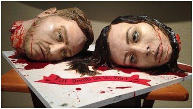 头颅蛋糕庆自己结婚