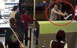 机场女地勤遭乘客泼饭羞辱