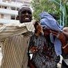 索马里一名受伤的学生被送往医院