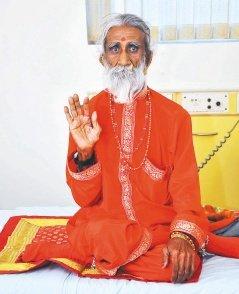 印度93岁瑜伽爷爷自称70年没吃没喝 被军医研究