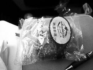 国航航班给乘客吃过期烧饼 致机上多从腹泄