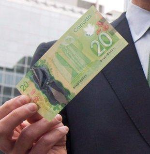 """在加拿大新公布的20元新钞上,能看到纽约""""世贸双塔""""的图像。"""