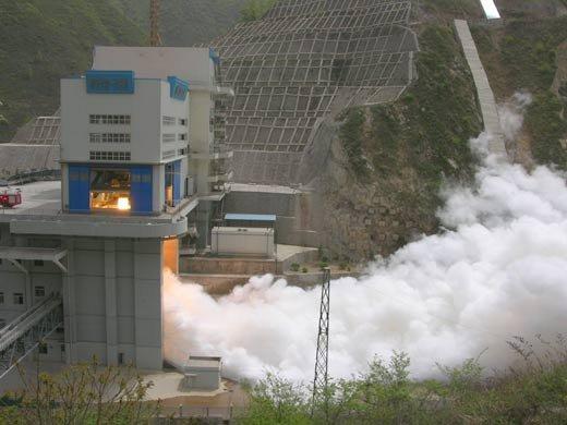 中国新型火箭发动机试车成功 跻身国际先进