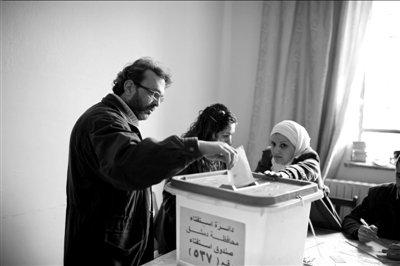 叙利亚全民公决新宪法草案 超1400万选民投票