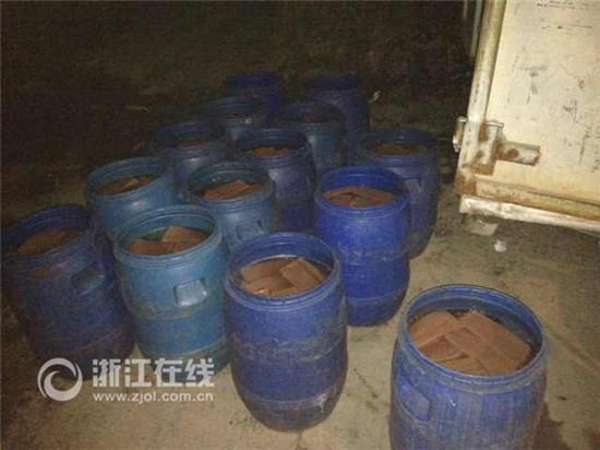 """浙江超万吨""""毒鸭血""""被查获 每天万盘流向餐桌"""