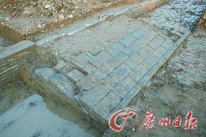 """被毁坏的""""宋元粮仓""""遗址一角。"""