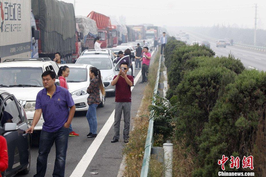 国庆放假首日,大广高速安阳段北京方向,一大早即开始再现大堵