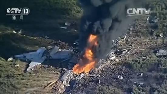 美军加油机坠毁致16死 目击者以为是特技表演