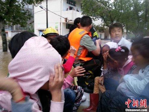 """台风""""天兔""""影响南方4省 致30人遇难1人失踪"""