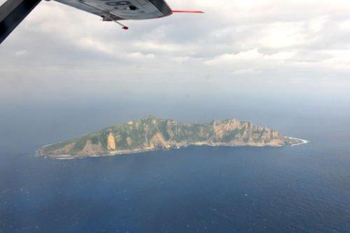 中国海监飞机抵钓鱼岛领空 与海监船会和(图)