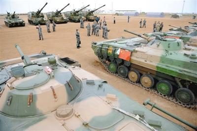 """解放军最新型99改坦克或亮相""""和平使命""""军演"""