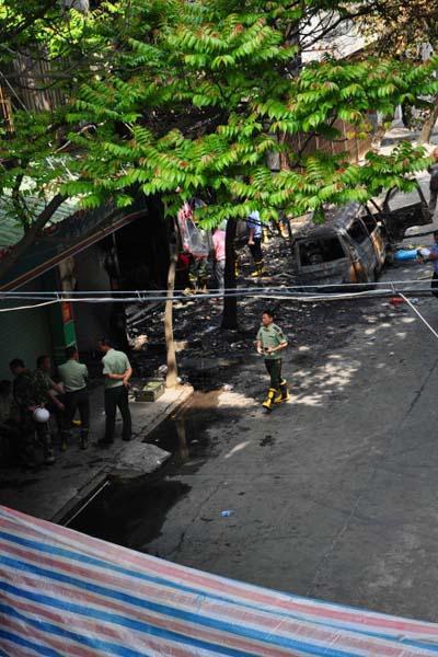 高清图—潮州市庵埠镇城区振兴路面包车爆炸 两人遇难