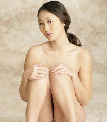 美华裔女优当人体模特爆红 人体艺术照网上疯传