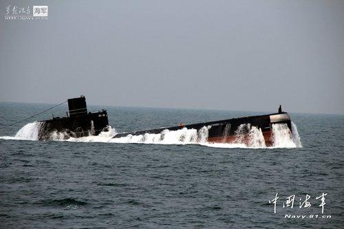 北海舰队创某潜艇一次充电潜航最久最深记录