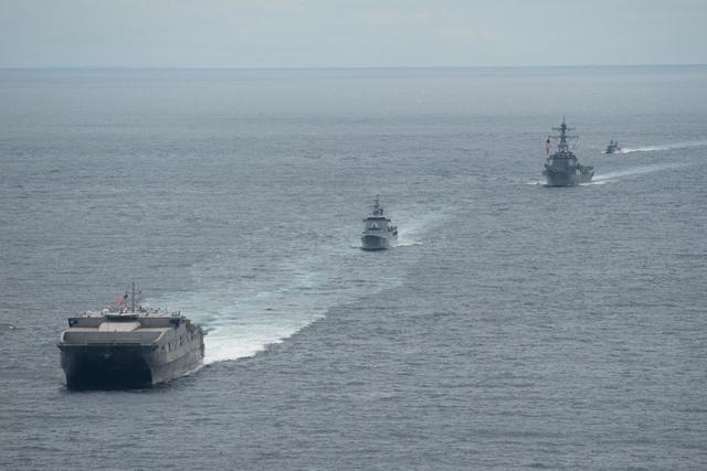 美媒:美国总体军力持续衰落 但比中国更加强大