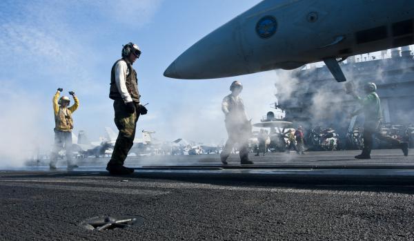 美海军航母编队前往南海 美媒称将对抗中国