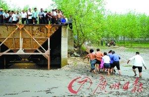5名准大学生吃完升学宴酒后长江边戏水 4人溺亡