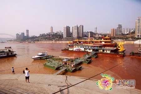 重庆环保部门调查长江水变红 称泥沙所致无毒
