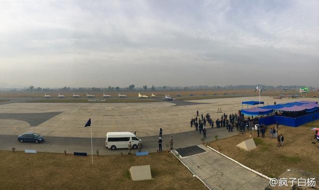 画面挺壮观:巴基斯坦空军同时接收16架新版枭龙