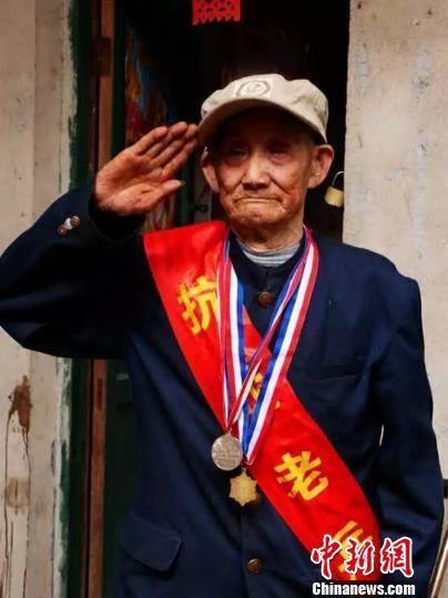 """101岁抗战老兵辞世临终问""""国家给我的纪念章拿来了没有"""""""