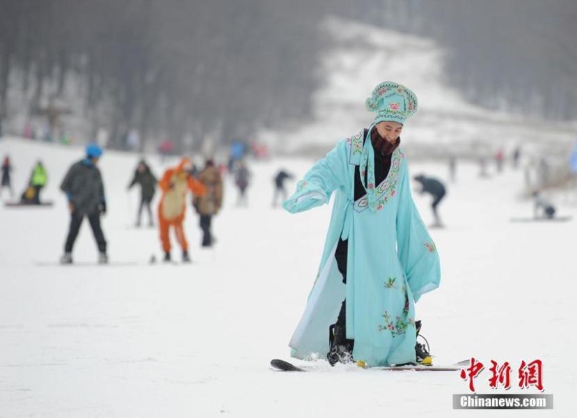 长春反季光猪节 比基尼美女雪中助阵 - 海阔山遥 - .