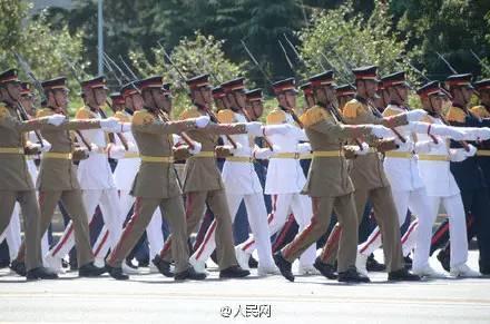 网友印象最深的阅兵细节:最动容70年后军礼