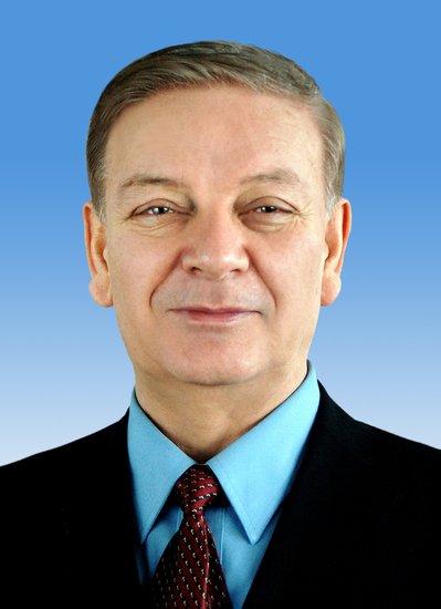艾力更-依明巴海当选为十二届全国人大副委员长