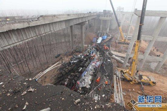 河南义昌大桥事故已致9人亡 爆炸原因仍在调查