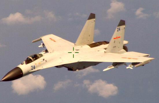 """中美两国现在缺乏政治信任,两国军机经常在南海上空近距离""""接触""""。"""