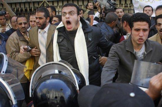 埃及多地群众集会要求总统下台 互联网出现故障