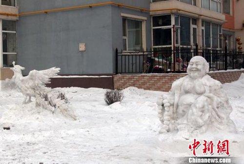吉林一老人社区内自制雪雕群供人欣赏(组图)    中国新闻网