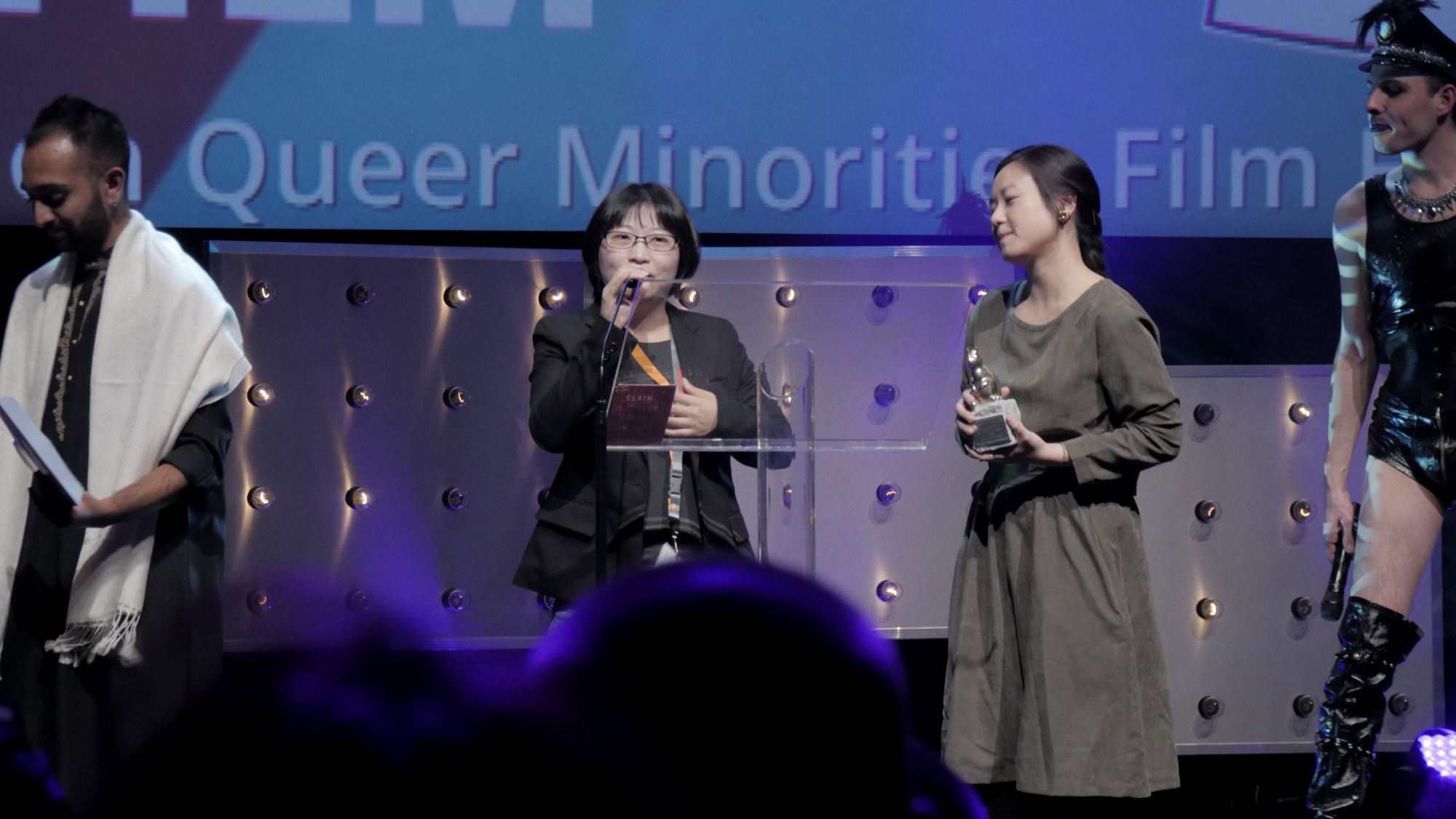 黄惠侦在颁奖典礼上讲话
